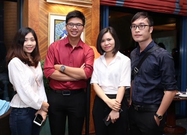 Bạn Hoàng Đức Anh (đứng thứ 2 từ trái sang), sinh viên ICAEW đầu tiên tại Hà Nội sang Malaysia nhận cơ hội học tập và làm việc thông qua chương trình hợp tác giữa ICAEW, PwC và Sunway TES