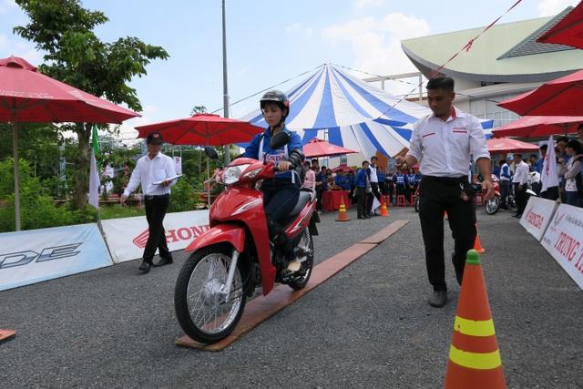 …và phối hợp với HEAD Trung Tâm hướng dẫn, tập huấn đoàn viên thành niên tỉnh Đồng Tháp kĩ năng lái xe an toàn