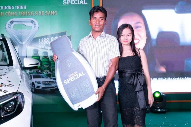 Anh Thạch Chan Đa và vợ của mình