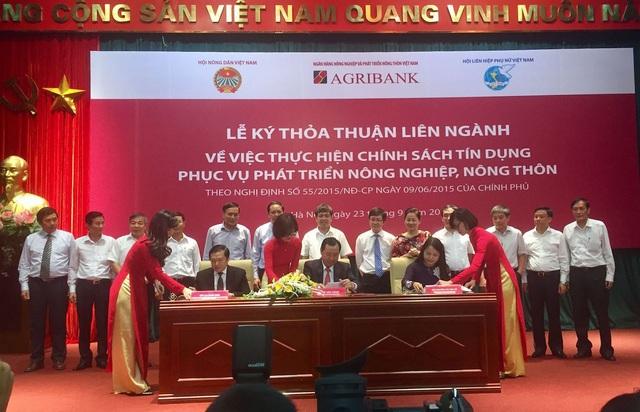 Đại diện Hội Nông dân Việt Nam, Ngân hàng Agribank, Hội Phụ nữ Việt Nam ký kết biên bản thỏa thuận liên ngành chiều ngày 23/9/2016 tại Hà Nội