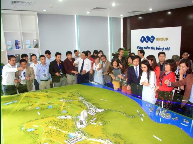 Hàng trăm lượt khách hàng tới tìm hiểu thông tin về dự án FLC Hạ Long
