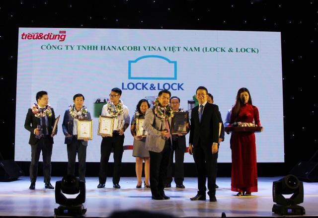 Đại diện thương hiệu Lock&Lock vinh dự nhận giải thưởng Top 10 Sản phẩm, Dịch vụ Tin & Dùng.