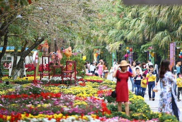 Lễ hội được khai mạc chính thức từ mùng 1 Tết Đinh Dậu và kéo dài tới Rằm tháng Giêng.