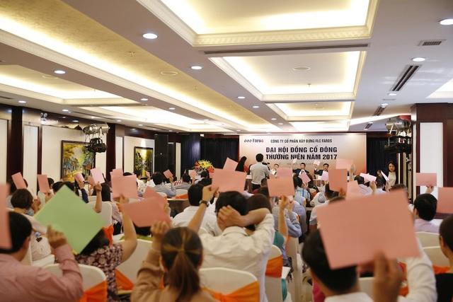 ĐHĐCĐ biểu quyết thông qua chương trình Đại hội