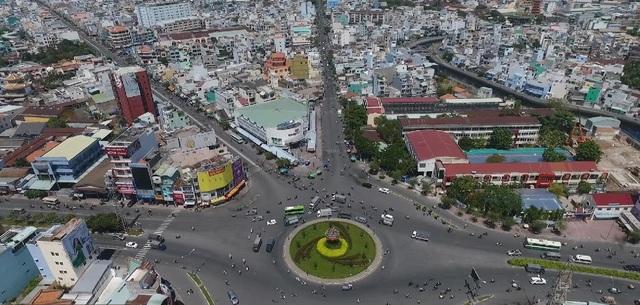 Vòng xoay Phú Lâm là điểm giao thương nhộn nhịp, sầm uất bậc nhất khu Tây