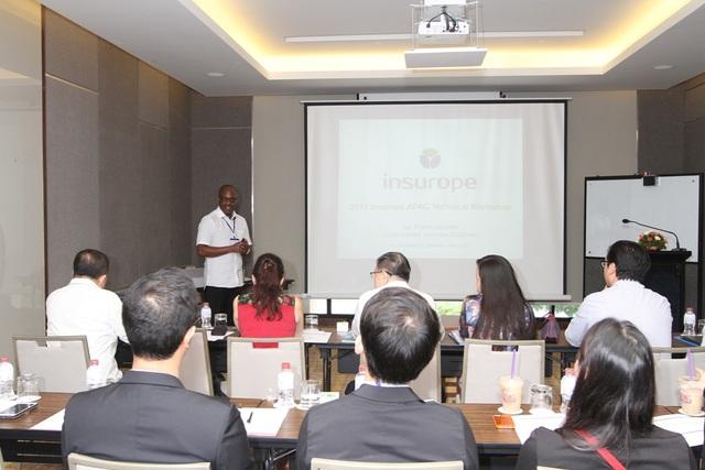 Ông Aki Quashie - Trưởng bộ phận Actuary của Insurope đào tạo về kỹ thuật bảo hiểm Hội đa quốc gia