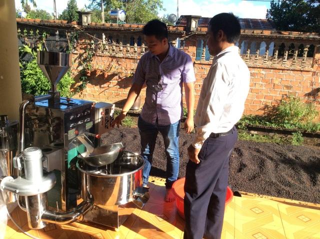 Máy rang café Rio ra mắt dòng máy trống đứng đầy đủ tính năng (full option) từ năm 2012 (ảnh chuyển giao kỹ thuật tại nhà anh Dương – Khách hàng mua máy tại Yaly, Gia Lai)