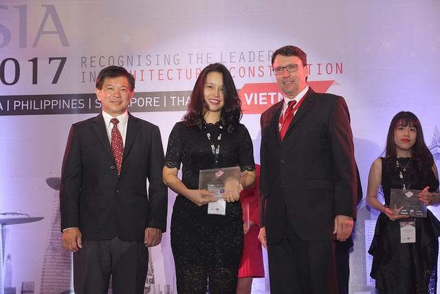 Đại diện Tập đoàn Tân Hoàng Minh nhận Giải thưởng
