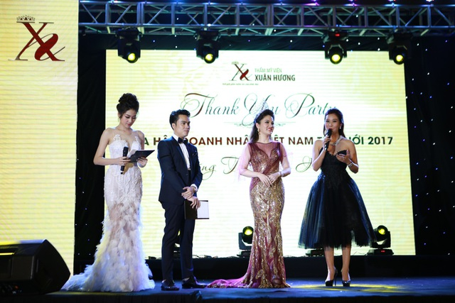 Hoa khôi Thể thao, Á hậu Quý bà Thế giới Nguyễn Thu Hương cũng tới chúc mừng hoa hậu Doanh nhân Xuân Hương.