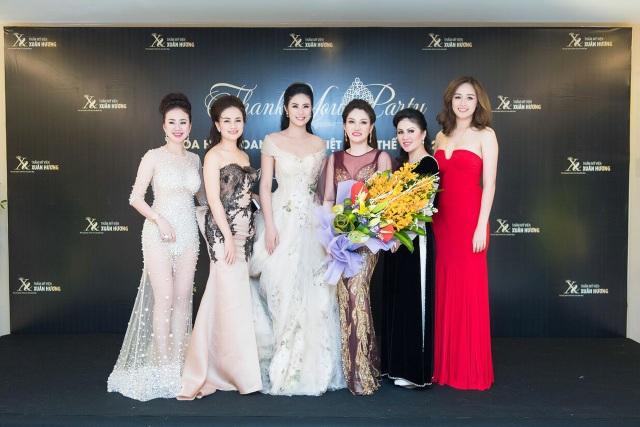 Hoa hậu Doanh nhân Xuân Hương khoe sắc cùng dàn Hoa hậu, Á hậu