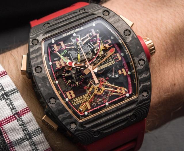 RM 50-01 Lotus F1 Team. Đánh dấu sự kết hợp giữa Richard Mille và đội đua Lotus, RM 50-01 mô phỏng một phiên bản thu nhỏ của mẫu xe đua Lotus năm 2014 với phối màu đỏ - vàng – đen. Đây là mẫu G-Sensor duy nhất kết hợp thêm chức năng Chronograph, làm bằng chất liệu Carbon siêu nhẹ trứ danh của Richard Mille và phối vàng hồng ở lớp giữa đồng hồ.