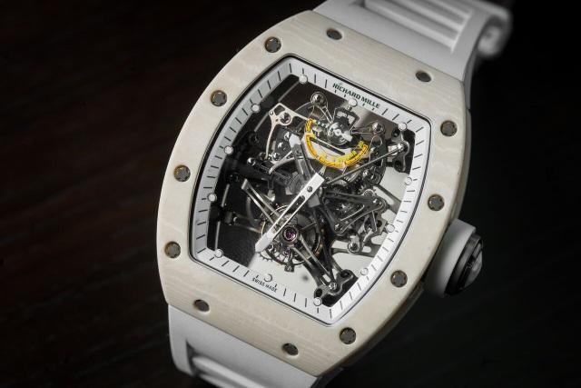 RM 38-01 Bubba Watson Limited 50 chiếc – chiếc đồng hồ có thang đo lực cao nhất trong cả 4 mẫu đồng hồ G-Sensor của Richard Mille. RM 38-01 có khả năng đo được tới 20 Gs thay vì 6 Gs, vượt trội hơn hẳn so với 3 mẫu đồng hồ còn lại.