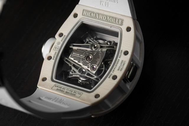 Sự khác biệt này bắt nguồn từ việc những cú swing có phát lực quá mạnh của tay golf Bubba Watson đã phá hủy RM 38 – mẫu đồng hồ tiền thân của RM 38-01 vốn có giới hạn đo lực là 8 Gs.