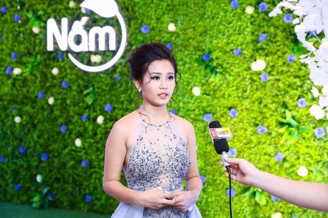 Bà Nguyễn Vũ Hoài Thương – Giám đốc Hoài Thương Organic phát biểu trước truyền thông tại sự kiện của công ty