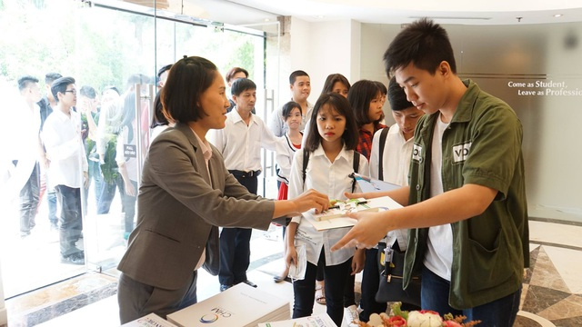 Đông đảo học sinh, sinh viên tham gia trải nghiệm lớp học thử ngành Quản trị Khách sạn và Nghệ thuật Ẩm thực tại trường Quốc tế CitySmart Hotel Management.