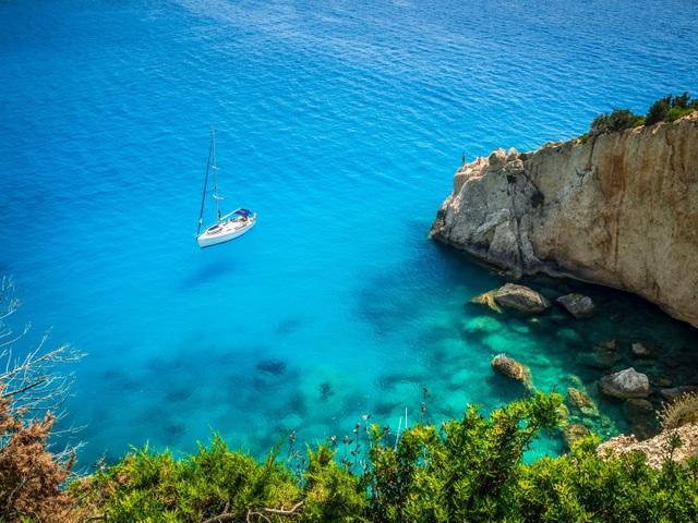 Đảo Lefkada, Hy Lạp luôn nằm trong danh sách 13 nơi có làn nước biển xanh nhất thế giới
