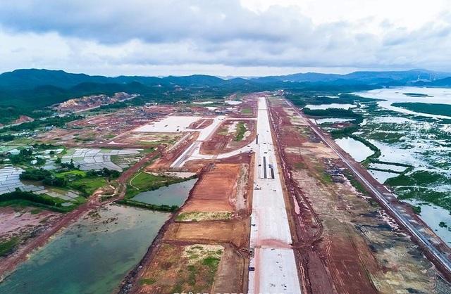 Sân bay Vân Đồn đang được thi công, dự kiến sẽ hoàn thành vào cuối năm 2017 (nguồn Internet)