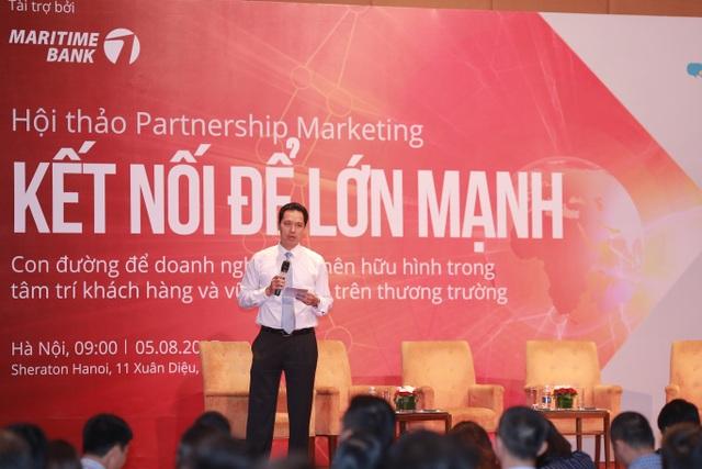 """Ông Huỳnh Bửu Quang, Tổng giám đốc điều hành Maritime Bank chia sẻ cùng doanh nghiệp tại sự kiện """"Kết nối để lớn mạnh"""""""