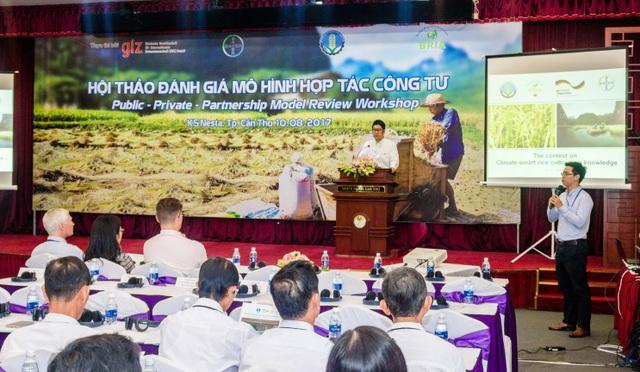 Ông Kohei Sakata, Tổng Giám đốc Bayer Việt Nam, thành viên ban điều hành dự án BRIA phát biểu khởi động cuộc thi