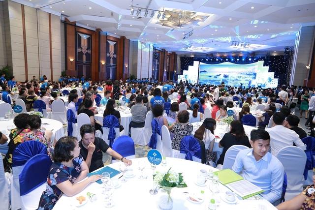 """Khách hàng """"chen chân"""" tham dự Lễ giới thiệu The Coastal Hill - FLC Grand Hotel Quy Nhơn - 1"""