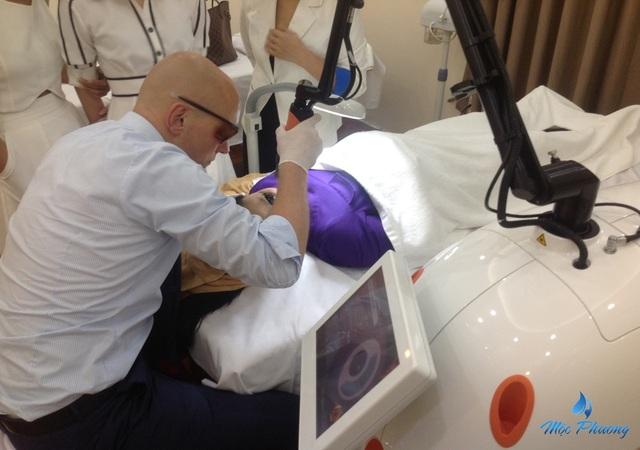 Với hơn 10 năm kinh nghiệm, TS Andre Step được đánh giá là chuyên gia thẩm mỹ hàng đầu thế giới, điều trị thành công hàng ngàn ca nám da lâu đời