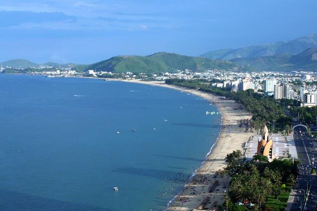 Biển Nha Trang hấp dẫn du khách bốn phương