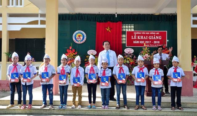 Trao tặng vở tới học sinh trên địa bàn Thủ đô Hà Nội nhân dịp khai giảng - 1