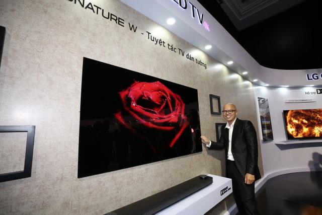 Chiêu marketing mới: Thách thức bẻ cong TV OLED giá 650 triệu - 2