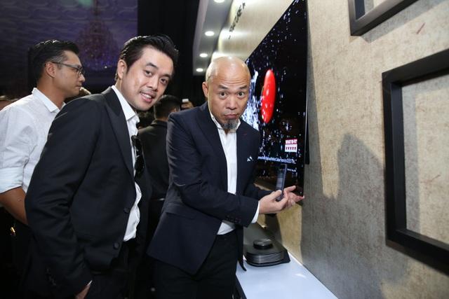 Chiêu marketing mới: Thách thức bẻ cong TV OLED giá 650 triệu - 4