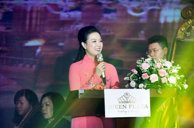 Trương Mỹ Nhân và Nguyễn Phi Hùng đẹp đôi trong sự kiện khai trương Queen Plaza Luxury - 1