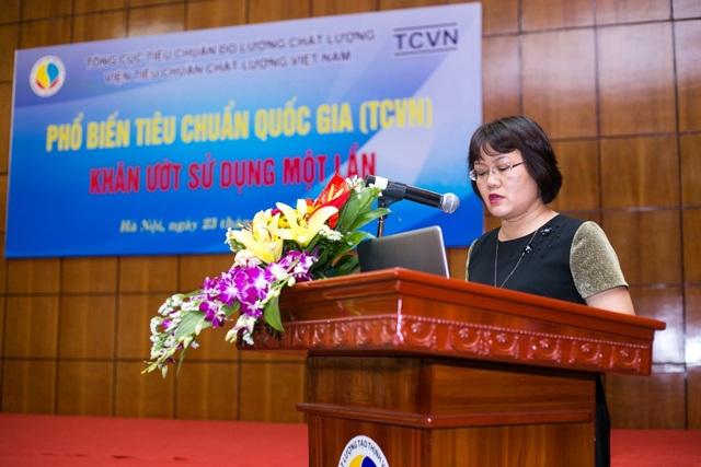 Bà Ngô Thị Ngọc Hà - Phó Viện trưởng Viện Tiêu chuẩn Chất lượng Việt Nam mở đầu khai mạc hội nghị phổ biến Tiêu Chuẩn Quốc Gia 11528:2016