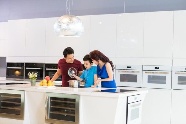 Gian bếp hiện đại ngày càng được nhiều khách hàng chú trọng về chất lượng và thiết kế không gian sang trọng.