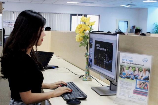 EliteDisplay E-series hướng đến người dùng doanh nghiệp với những cải tiến về thiết kế cũng như đầu tư về chất liệu sản xuất.