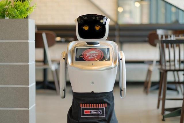 Công cụ kỹ thuật số tiên tiến như Robot sẽ không chỉ đơn thuần thay đổi ngành thực phẩm, mà hơn hết, thổi một làn gió mới vào ngành thương mại tưởng như đã bão hoà như ngành công nghiệp thức ăn nhanh.