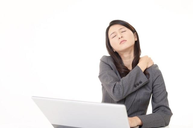 Làm việc nhiều và thiếu sự chăm sóc cho bản thân khiến phụ nữ gặp phải nhiều vấn đề về cơ, xương, khớp ngay từ tuổi 30.