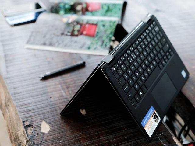 XPS 13 9365 với khả năng xoay 360 độ linh hoạt, vừa sử dụng như laptop vừa có thể gập lại như máy tính bảng