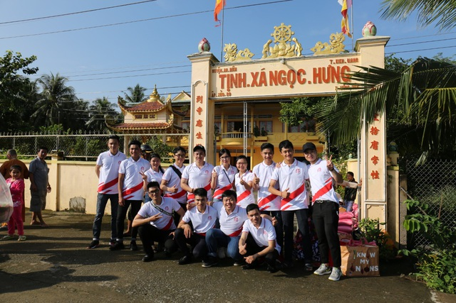 Việt Hưng Phát cùng Áo dài ABC trao 1400 phần quà cho người dân khó khăn các tỉnh miền Tây - 3