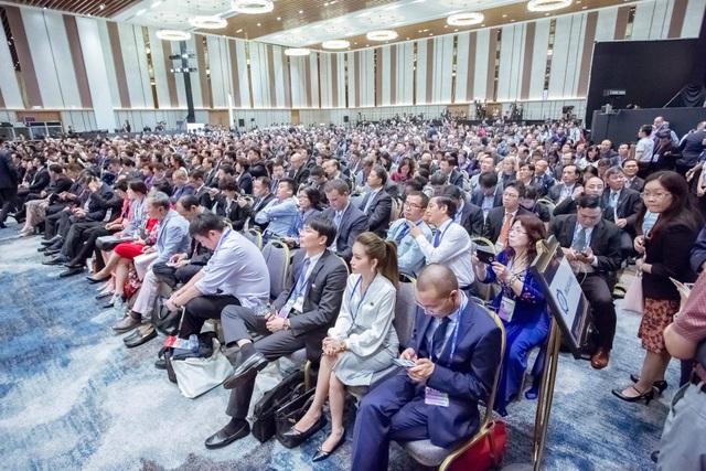 Khán phóng chật kín tại hội nghị APEC CEO SUMMIT