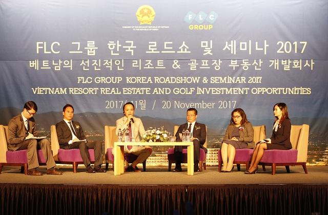 Nhiều câu hỏi về thủ tục đầu tư tại Việt Nam đã được các nhà đầu tư chuyển đến cho lãnh đạo FLC và các diễn giả khách mời.