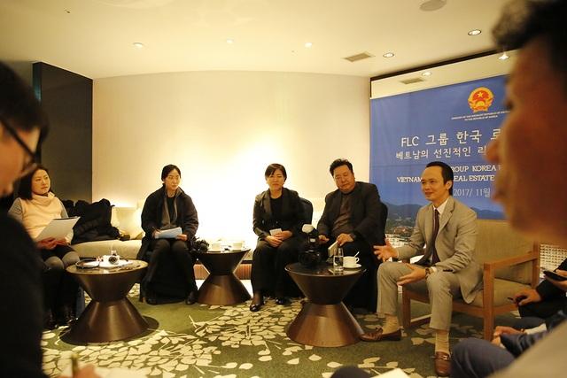 Ông Trịnh Văn Quyết – Chủ tịch Tập đoàn FLC trả lời phỏng vấn báo chí Hàn Quốc