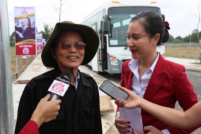 Khách hàng vui mừng chia sẻ cảm xúc cùng Việt Hưng Phát