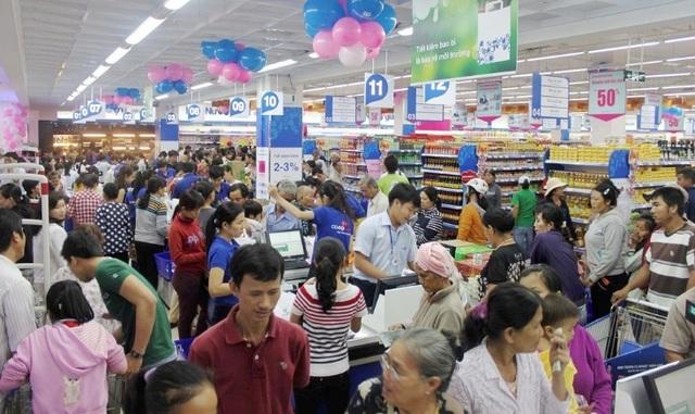 Chương trình siêu khuyến mãi luôn thu hút một lượng lớn khách hàng đổ về siêu thị Co.opmart