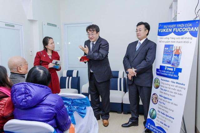 Thán phục người Nhật: 2 giám đốc đứng cả ngày chào hỏi bệnh nhân - 2