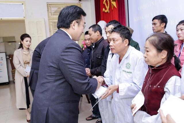 Thán phục người Nhật: 2 giám đốc đứng cả ngày chào hỏi bệnh nhân - 3