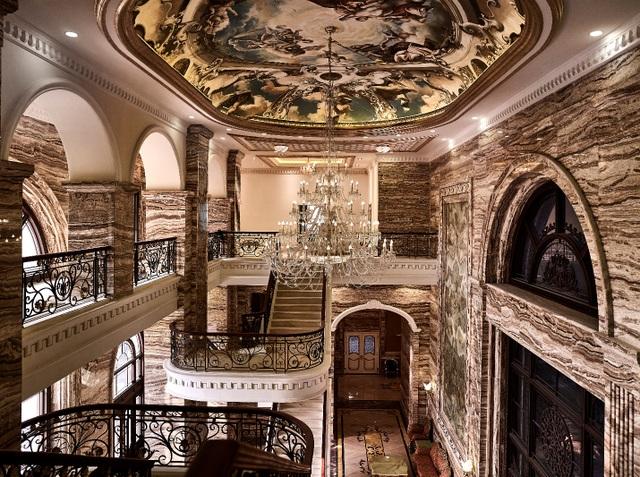 Đại sảnh D'. Palais Louis lộng lẫy giống như cung điện của vua chúa các nước Châu Âu