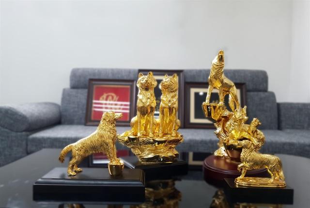 Bộ Linh Khuyển mạ vàng chào đón xuân Mậu Tuất 2018.
