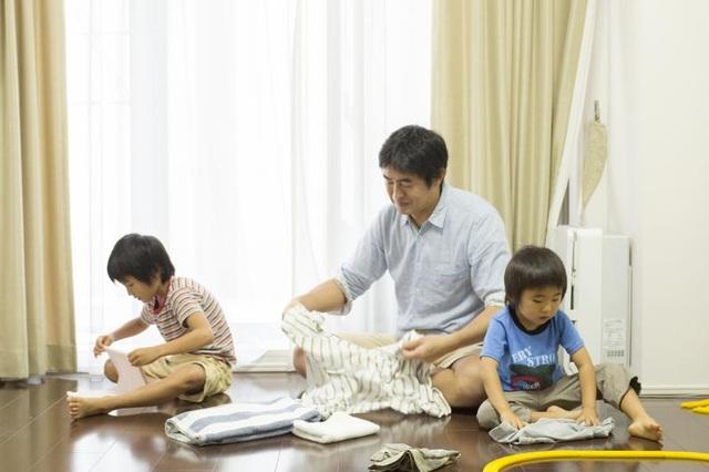 Nhật ký chồng giặt quần áo cho con khiến các mẹ không thể nhịn cười - 2