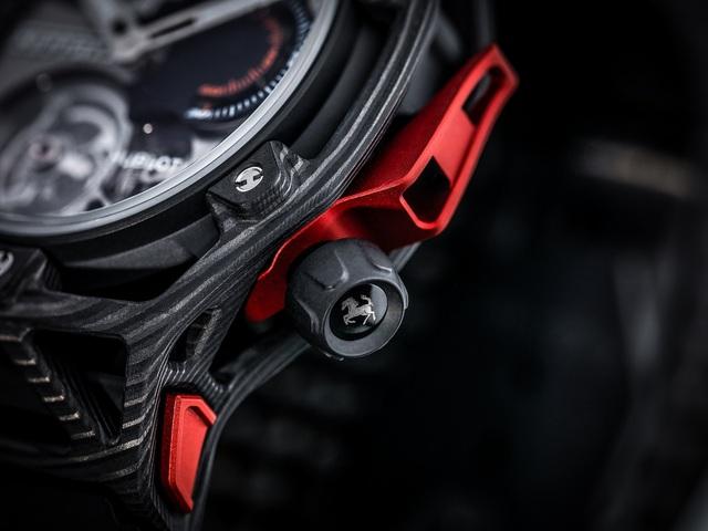 Những chi tiết mang đậm dấu ấn của Ferrari dễ dàng được nhìn thấy trên Hublot Techframe.