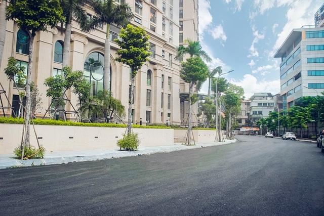 Cung đường dẫn vào dự án D'. Le Pont D'or được hoàn thiện hiện đại, thông thoáng
