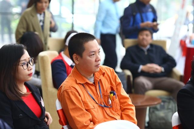 Anh Trần Tiến Trung (công tác tại Điện lực Hai Bà Trưng thuộc Tổng công ty Điện lực Hà Nội (EVNHANOI) hiện giữ kỷ lục 34 lần hiến máu trong ngành Điện